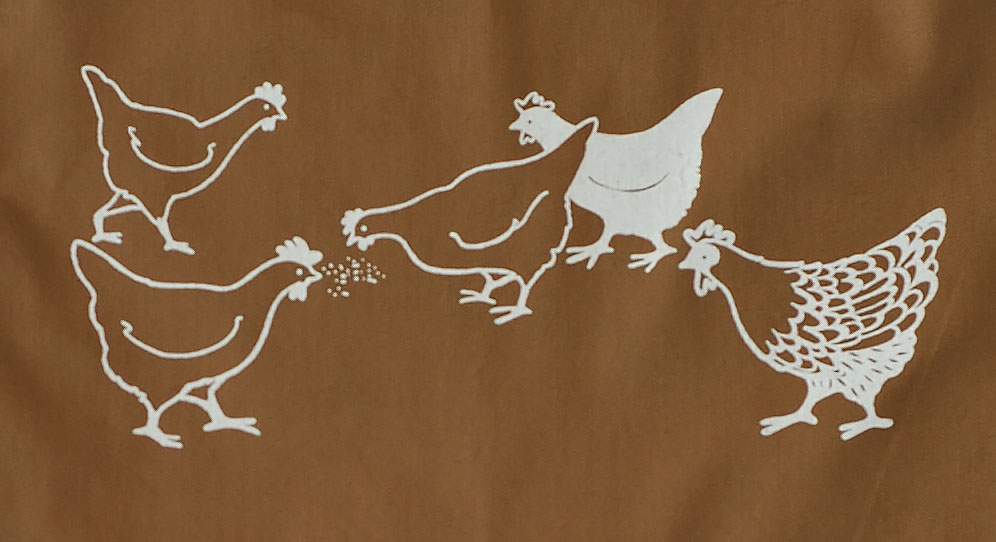 The design on a 2 Chooks apron